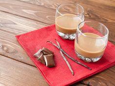 Házi Baileys, Martini és csokilikőr - pofonegyszerű receptek! | Mindmegette.hu Nuss Nougat Creme, Christmas Turkey, Martini, Baileys, Panna Cotta, Barware, Goodies, Tableware, Ethnic Recipes