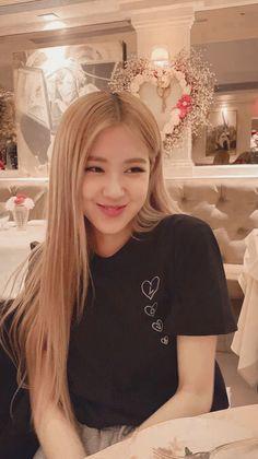 Kpop Girl Groups, Korean Girl Groups, Kpop Girls, Divas, Bae Suzy, Foto Rose, Black Korean, Rose Bonbon, Rose Park