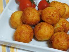 Reteta culinara Aperitiv bulete cu cascaval din categoria Aperitive / Garnituri. Specific Romania. Cum sa faci Aperitiv bulete cu cascaval