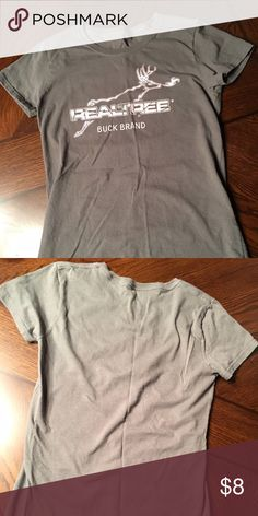 Women's size small Realtree buck /pink camp tshirt Women's size small, athletic fit (runs snug) tshirt . Only worn once. m Tops Tees - Short Sleeve