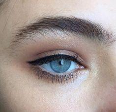 Shuttle eye makeup