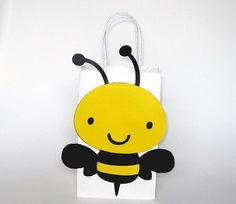 This listing is for (10) Bumble Bee favor/goody/gift bags. This cute bumble bee bag would be a great addition to your bee theme party, bug party, bee