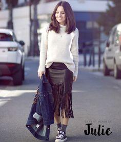 Ne ratez pas notre pull MACABI  porté par le monde de Julie. Disponible sur sudexpress.com #sweater #fashion #sudexpress Pull Angora, Look Urban Chic, Sud Express, Julie, Converse, Casual, Lace Skirt, Sportswear, Normcore