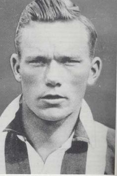 Jimmy Dunne was a Blades and Irish legend.  In 1930-31 he scored 41 league goals, a record in a single season for the club and by an Irishman in the English league. Particularly good in the air, he scored 143 goals for United, with 30+ goals in each season from 1930/31 to 1932/33, including a club record run of goals in 12 consecutive games. He was sold in 1933 for a significant, for the time, £8,250 sum to Arsenal. His career though never hit the heights again.