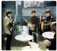Gli studi di registrazione di Abbey Road nel momento in cui i Beatles registravano il loro celebre album.