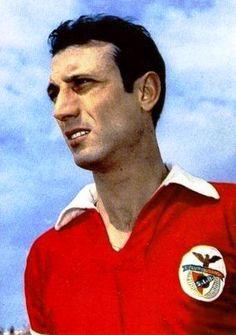 GRANDES NOMES CÁVEM Domiciano Borrocal Gomes Cavém , nasceu em Vila Real de Sto. António a 21 de Dezembro de 1932, jogou no Benfica a médio...