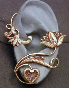 Golden Flower Ear Wrap LOTUS SERENITY by SunnySkiesStudio - don't usually like things like this, but its super pretty Ear Jewelry, Body Jewelry, Jewelry Accessories, Jewelry Design, Jewelry Making, Unique Jewelry, Jewellery, Skull Jewelry, Western Jewelry