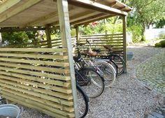 Would like to know about shed plans? Then this is definitely the right place! Outdoor Bike Storage, Bicycle Storage, Bike Shelter, Carport Garage, Bike Shed, Bike Store, Building A Shed, Shed Plans, Home Hacks