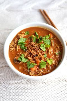 Pinda-noedelsoep Easy Healthy Recipes, Quick Easy Meals, Healthy Food, Indian Food Recipes, Asian Recipes, Healthy Slow Cooker, Soup And Sandwich, Everyday Food, No Cook Meals