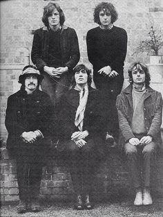 Pink Floyd, estos amiguitos mios son unos pibes que hacen musica rara, algo psicodelicoespacial.