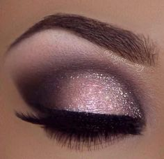 make up guide I love this pink smoky eye make up! Its gorgeous! make up glitter;make up brushes guide;make up samples; Pretty Eye Makeup, Love Makeup, Makeup Inspo, Makeup Inspiration, Makeup Ideas, Awesome Makeup, Makeup Tutorials, Gorgeous Makeup, Makeup Trends