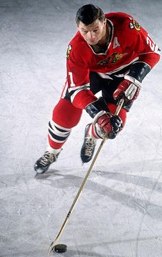 Stan Mikita, Chicago Blackhawks Most amazing player, and an amazing person as well. Hockey Games, Hockey Players, Ice Hockey, Blackhawks Hockey, Chicago Blackhawks, Montreal Canadiens, Nhl, Sports Figures, National Hockey League