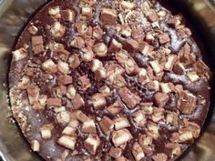 Mettes bagehjørne...: Chokoladekage med Twix {Uden æg}