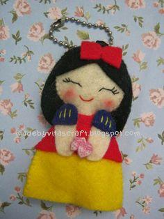 Snow White Disney Princess Felt Doll Keychain 1