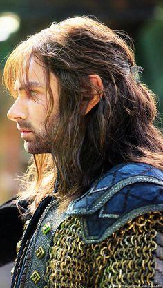 "Looking a bit different here: Star of Poldark, Aidan Turner, as Kili in ""The Hobbit"" Legolas, Aragorn, Thranduil, Gandalf, Fili Y Kili, Kili And Tauriel, Aidan Turner Kili, Aiden Turner, Tolkien"