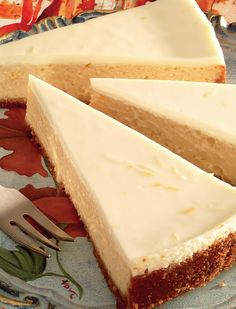 עוגת גבינה משובחת במיוחד, שנפרסת יפה על אף המרקם העדין של המלית. השימוש בסוכר דמררה מעניק למלית גוון זהוב, שמבדיל אותה מציפוי השמנת הלבן, אבל הטעם לא נפגע אם משתמשים בסוכר