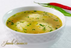 Haideti sa facem supa de pui cu galuste. Pentru o supa reusita, aveti nevoie de carne cu os, sau chiar de oase de pasare. Eu am folosit spate, pulpe si arip Hungarian Recipes, Russian Recipes, Romanian Recipes, Romania Food, Food Obsession, Homemade Soup, Baked Salmon, Soup And Salad, Soul Food
