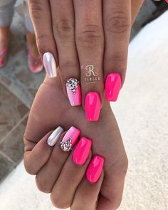 The advantage of the gel is that it allows you to enjoy your French manicure for a long time. There are four different ways to make a French manicure on gel nails. Cute Acrylic Nails, Cute Nails, Pretty Nails, Fabulous Nails, Perfect Nails, Gorgeous Nails, Hair And Nails, My Nails, Unicorn Nails