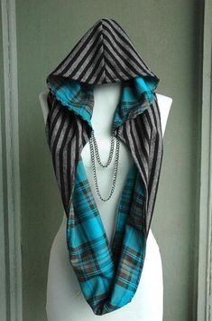 Warm and cozy, plaid inside and soft stripes outside~ chain is detachable...