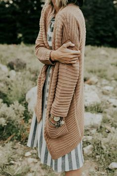 Thick knit neutral cardigan roolee modest outfits, modest fashion, winter o Modest Dresses, Modest Outfits, Modest Fashion, Fashion Outfits, Fashion 2016, Maxi Dresses, Fashion Trends, Outfits Jeans, Fall Outfits