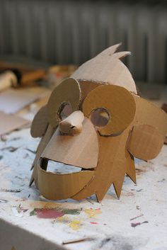 Monkey mask, unpainted – – Monkey mask, unpainted Creating masks using cardboard. Cardboard Mask, Cardboard Sculpture, Cardboard Crafts, Cardboard Animals, Diy For Kids, Crafts For Kids, Arts And Crafts, Boat Crafts, Monkey Mask