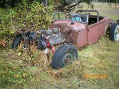 1930 Ford Roadster Hot Rod or a future Rat Rod project. Abandoned Cars, Abandoned Places, Abandoned Vehicles, Vintage Cars, Antique Cars, Junkyard Cars, Ford Roadster, Rusty Cars, Barn Finds
