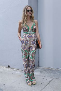 STREET STYLE PRINT JUMPSUIT PLAYSUIT JUMPER ONE PIECE TROPICAL LEAF STRAPLESS SHORTS JUMPER METAL METALLIC GOLD REBECCA MINKOFF SUNGLASSES NECKLACE PAILEY TRIBAL PTING SLEEVES LOVE CUT PANTS JUMPER PLATFORM SANDAL CLUTCH BAG NEW YORK FASHION WEEK