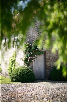 The Little Monastery in Damme Belgian Style, Antique Interior, Summer Dream, Rustic Elegance, Garden Gates, Bed And Breakfast, Garden Inspiration, Curb Appeal, Interior And Exterior