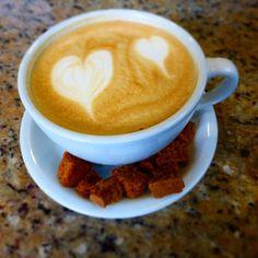 A R O M A  D I  C A F F  É  . Un #Café para dos... y  buenas tardes.  Momentos especiales en #AromaDicaffé.  . #BaristaLife  #CoffeeMoments  . #AromaDiCaffé#MomentosAroma#SaboresAroma#Café#Caracas#Tostado#Coffee#CoffeeTime#CoffeeBreak#CoffeeMoments#CoffeeAdicts