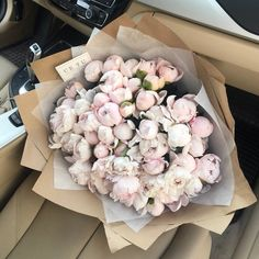 This peonies bouquet 😍 Luxury Flowers, Fresh Flowers, Pretty In Pink, Beautiful Flowers, Gift Flowers, Flower Power, My Flower, Deco Floral, Arte Floral