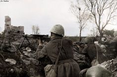 Soviet soldiers at the firing position - Armed with DP28 MG,Mosin Nagant PEM,PPSH-41