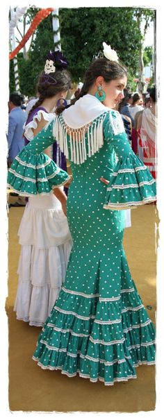 Teal and white polka dot dress with triple flounce sleeves and hem. Spanish Dress, Spanish Dancer, Spanish Style, Flamenco Costume, Flamenco Dancers, Flamenco Dresses, White Polka Dot Dress, Polka Dots, Stylish Outfits