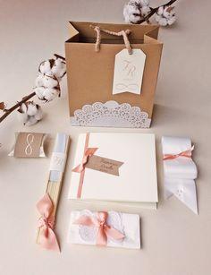 Risultati immagini per wedding bag Wedding Bag, Wedding Boxes, Wedding Cards, Wedding Favors, Dream Wedding, Wedding Ceremony, Wedding Ideas, Wedding Stationery, Wedding Planner