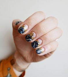 Gold and dark blue - nails - ChicLadies. Nail Design Stiletto, Nail Design Glitter, Minimalist Nails, Cute Nails, Pretty Nails, Funky Nails, Hair And Nails, My Nails, Dark Blue Nails