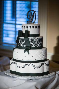 Black + white with ribbon | 19 Wedding Cake Ideas | MAXIM Photo Studio