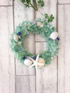 エメラルドグリーン サンゴ礁のリース 画像1 Flower Arrangements, The Creator, Floral Wreath, Wreaths, Flowers, Color, Floral Arrangements, Floral Crown, Door Wreaths