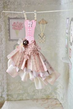 ℘ Paper Dress Prettiness ℘ sweet dress made of paper Paper Art, Paper Crafts, Diy Crafts, Simple Crafts, Origami Vestidos, Card Tags, Cards, Dress Card, Fairy Dress