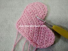 patrón crochet gratis Crochet Hats, Alphabet, Crochet Hearts, Crochet Pattern, Knitting Hats