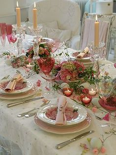 Elegant Easter decoration in white and rose with tealights; Picture Notation: RAL Quality Mark for Candles Beautiful Table Settings, Elegant Table, Romantic Table, Easter Table, Easter Decor, Holiday Tables, Decoration Table, Dinner Table, Tablescapes