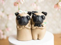 Pug Wedding Cake Topper by Bonjour Poupette by BonjourPoupette Pug Wedding, Wedding Ideas, Wedding Photos, Wedding 2017, Purple Wedding, Gold Wedding, Diy Wedding Cake Topper, Pug Cake, Beautiful Wedding Rings