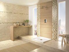 image salle de bain au charme naturel aménagée avec un meuble-vasque en bois, carrelage mural et de sol imitation pierre et accents de bois