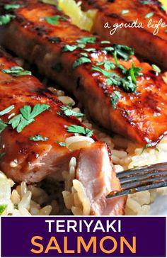 Juicy flake salmon with an easy, delicious 5-ingredient honey teriyaki glaze. Cooks all in one skillet in 20 minutes! #seafood #salmon #salmonrecipes #seafoodrecipes #teriyakisalmon #teriyaki #honeyteriyaki #agoudalife Easy Salmon Recipes, Fish Recipes, Seafood Recipes, Salmon Stovetop Recipes, Supper Recipes, Pan Seared Salmon, Baked Salmon, Grilled Salmon, Gordon Ramsay Rezepte