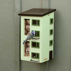 Trippelmatare Wildlife Garden, ny snygg fågelmatare i svensk design. Från Gecko Trädgårdsbutik.