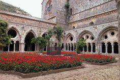 Cloître de L'abbaye de Fontfroide by La case photo de Got, via Flickr.