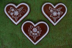 Dekoratívne medovníky - Fotoalbum - Srdiečka Cake Cookies, Sugar Cookies, Gingerbread House Designs, Gingerbread Houses, Cookie Decorating, Quilling, Christmas Cookies, Icing, Valentines Day