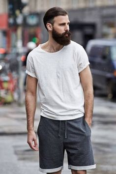 This Mens summer casual short outfits worth to copy 20 image is part from 75 Best Mens Summer Casual Shorts Outfit that You Must Try gallery and article, click read it bellow to see high resolutions quality image and another awesome image ideas. Beard And Mustache Styles, Beard No Mustache, Hair And Beard Styles, Hipsters, Casual Shorts Outfit, Shorts Ootd, Moda Blog, Street Style Trends, Mens Fashion Suits