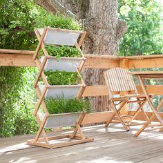 Der vertical garden aus Eichenholz von urbanature ist ideal für ein Gartenbeet auf kleinen Balkons, Terrassen, oder in Gärten.