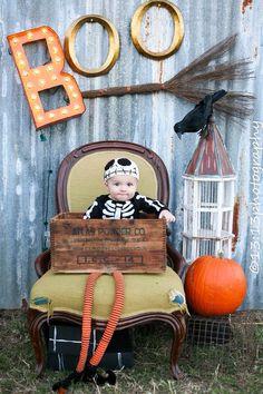 Halloween Baby Photos, Halloween Mini Session, Halloween Bebes, Toddler Halloween, Halloween Photo Props, Mini Session Themes, Fall Mini Sessions, Halloween Photography, Fall Photography