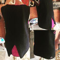 Aus 100% Merinowolle gefertigt. Veredelt durch handgesponnene Wolle, verzwirnt mit schwarzer Seide. Madewell, Tote Bag, Bags, Fashion, Sleeveless Sweaters, Black Man, Wool, Silk, Purses