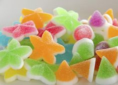 gomitas caseras 2 Candy Recipes, Sweet Recipes, Mexican Candy, Candy Pop, Sugar Rush, Sweet Cakes, Cookie Desserts, Kitchen Recipes, Food Art